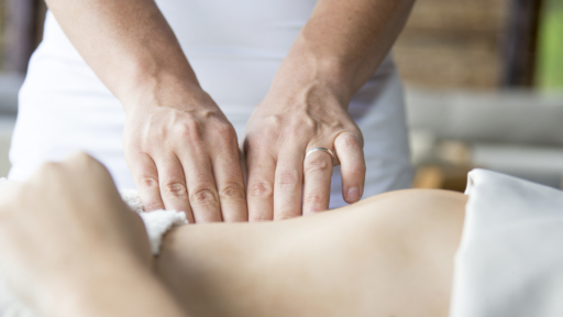 reiki massage being used to reduce stress